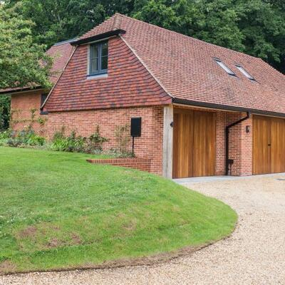 Beaulieu cottage with triple garage completed